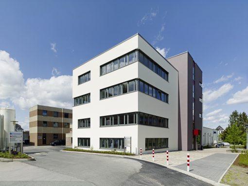 """<span class=""""under"""">Brüderkrankenhaus Paderborn</span><br> Büro- und Laborgebäude"""