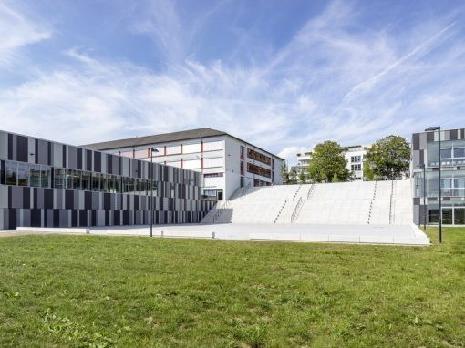 """<span class=""""under"""">St.-Willibrord-Gymnasium Bitburg</span><br> Mensa und Sporthalle"""